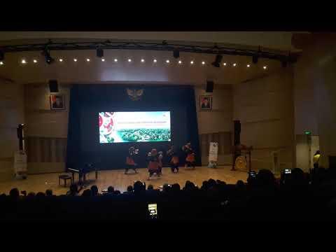 Injak piring di Universitas Indonesia
