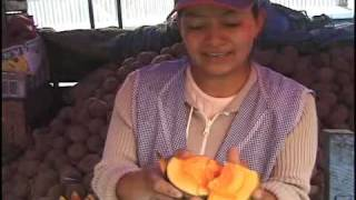 Otavalo, Ecuador:  How to Eat Zapote