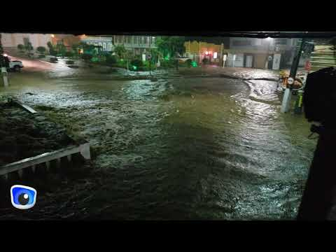 Forte chuva provoca alagamentos, arrasta carros e assusta moradores de Jacobina