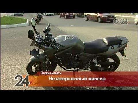 В Нижнекамске водитель легкового автомобиля столкнулся с мотоциклистом