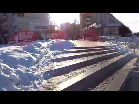 Выход из метро Домодедовская к магазину Снежная королева и маршруткам 899 и 879