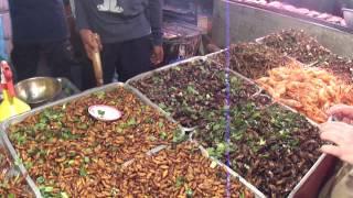 Шокирующая Азия(экзотическая еда Азии.Лечинки травянной моли,жуки,саранча., 2014-01-20T17:21:30.000Z)