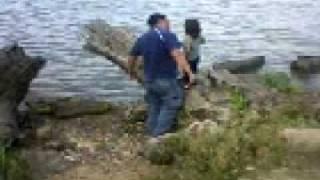 (R)Tirando piedras en el rio 22-10-09.mp4