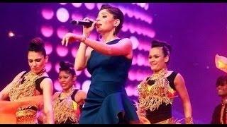 Kanika kapoor live perfomance singing chittiyaan kalaiyaan