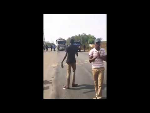 WATCH HOW NIGERIAN POLICEMEN WERE SHOOTING AT PROTESTING LAUTECH STUDENTS [VIDEO]