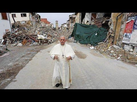 دیدار سرزده پاپ از مناطق زلزله زده در ایتالیا