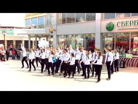 Флешмоб Сбербанка в Казани, посвященный Дню Победы