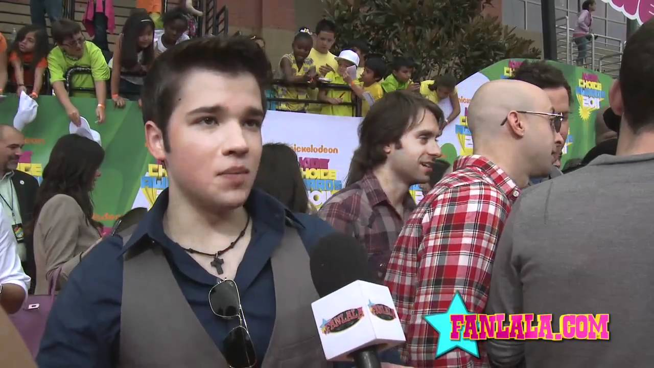 iCarly Star Nathan Kress' Famous Red Carpet Pose - YouTube