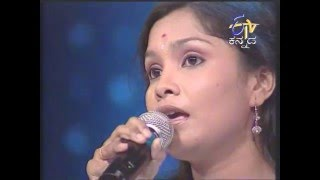 Sreenidhi singing Halunda Tavaru Kannada Movie title song in Yede Tumbi Haaduvenu