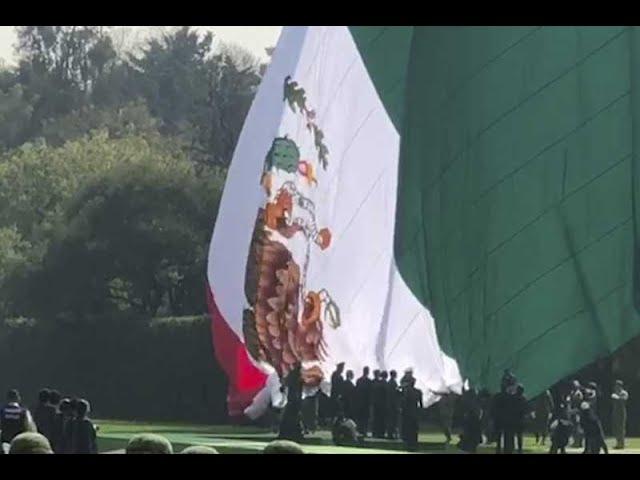Conmemoran Día De La Bandera Pero La Izan Al Revés