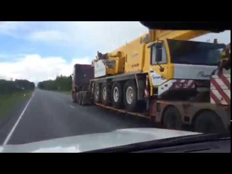 Трал 60 тонн в работе. Перевозка автокрана по трассе