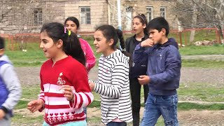 Скачать Early Marriage Means No School For Armenia S Yazidi Girls