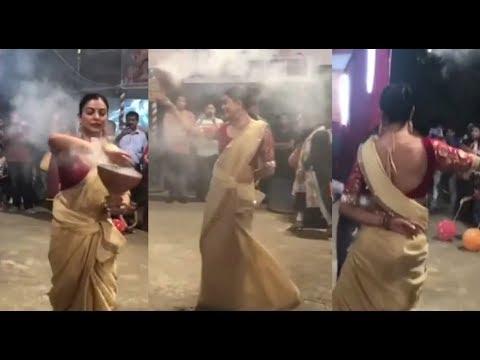Sushmita Sen का दुर्गा पूजा 2018 का यह Dance देखकर आप दंग रह जायेंगे