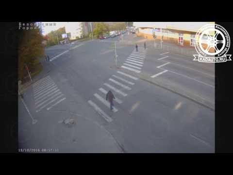 НА ул. Гагарина в Калининграде Киа протаранил авто и светофор. 13.10.16