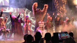 "Chewbacca, Slave Leia, Padme dance to ""Hey Ya"" in Dance-Off With the Star Wars Stars 2013"