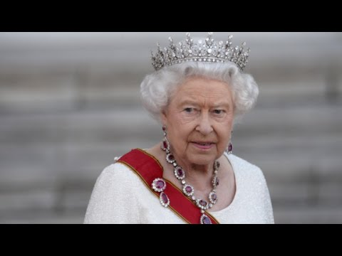 How rich is the Queen?