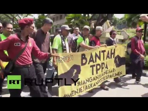 Malaysia: Thousands march against TPPA trade deal in Kuala Lumpur