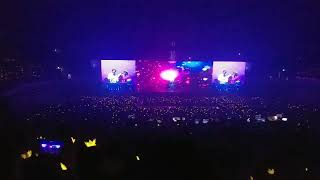 "[BIGBANG] VIPs singing ""FLOWER ROAD"" during the concert at SEOUL 2018"