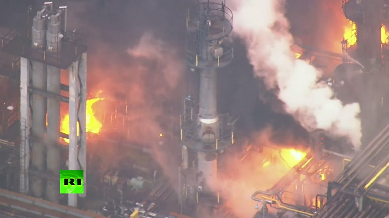 AERIAL FOOTAGE: Massive fire breaks out at Japanese petroleum plant