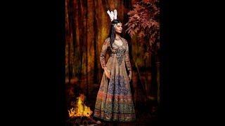 В индийских образах - знаменитые принцессы  Диснея.