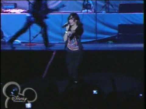 Demi Lovato - La La Land (Jonas Brothers World Tour '09)