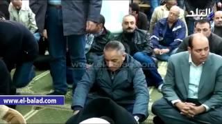 بالفيديو .. الصاوي في السيدة نفيسة لأداء صلاة الجنازة على التوني