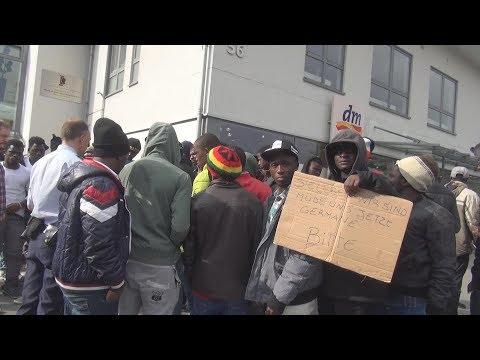 Flüchtlinge demonstrierten gegen Rückführung in Sankt Augustin am 24.05.17 + O-Ton