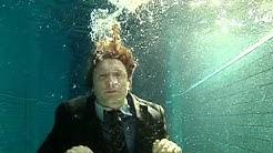 Ein Volksfeind Trailer- Ensemble Unterwasser
