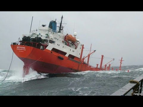 Top 10 ships in storm Giant Monster Waves You Need To See
