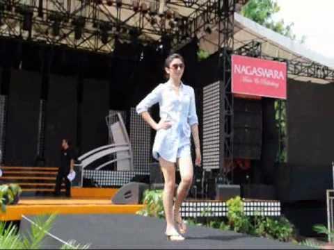 Model Muda Tv -Miss Jakarta Fair 2010 Backstage Catwalk 1 -Sign up Now www.modelmuda.com