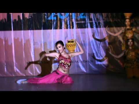 Hoa khôi Đoàn Mỹ Anh trổ tài múa Ấn Độ