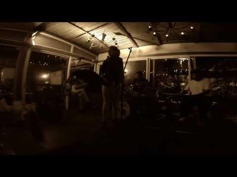 Bako (Olon'iza moa ianao) - Weaver Trio feat. Elsie Solofo (Cabaret Buffet du Jardin)