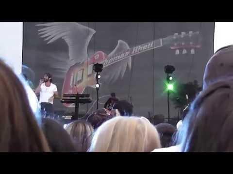 "Thomas Rhett - ""Front Porch Junkies"" 2014 Live WI"