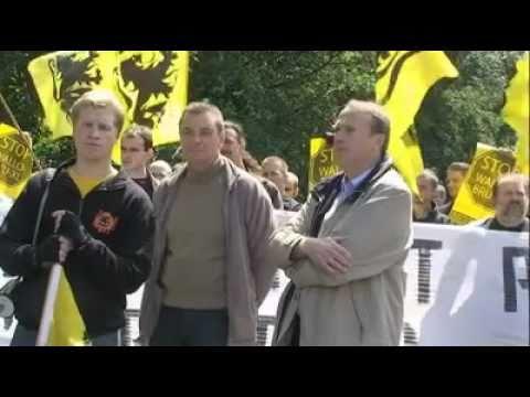 Vlaamse en Waalse Betogers in St.Genesius Rode
