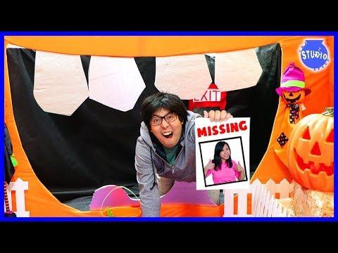 RYAN'S MOMMY IS MISSING in the Giant Spooky Halloween Maze Box Fort !