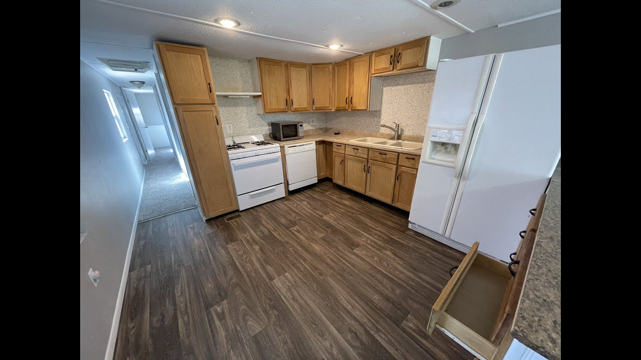 3100 Wood Ave Lot 7 Mobile Home