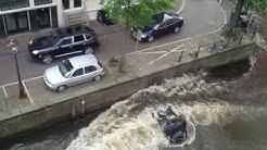 Porsche knocks Smart into Water again!  Copyright  Bry Kate in_situ@gmx.de.