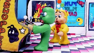 Green & Yellow Baby -in- PLAYING VIDEO GAME - Stop Motion Cartoons For Kids