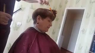 Короткая женская стрижка с пышной макушкой 18