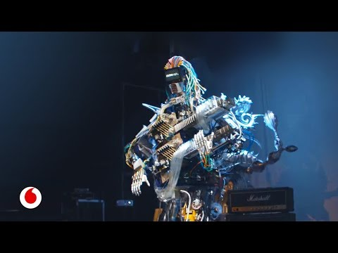 Así suena una banda de robots con 78 dedos y 22 brazos