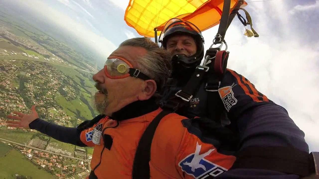 Salto de Paraquedas do Roberto G na Queda Livre Paraquedismo 29 01 2017