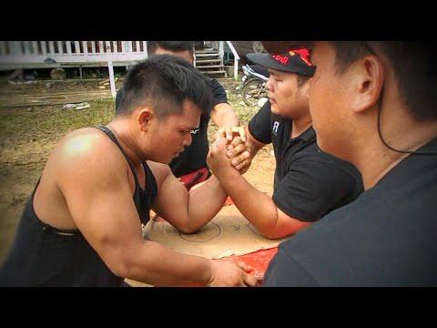 Gusti Lengan Krismas Data Kakus 2013, Azmy Juara Kampung.
