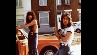KISS - STAND    ( Rare 70s Photos )