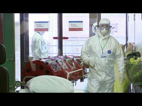 Президент подписал указ о награждении врачей, которые противостоят распространению коронавируса.