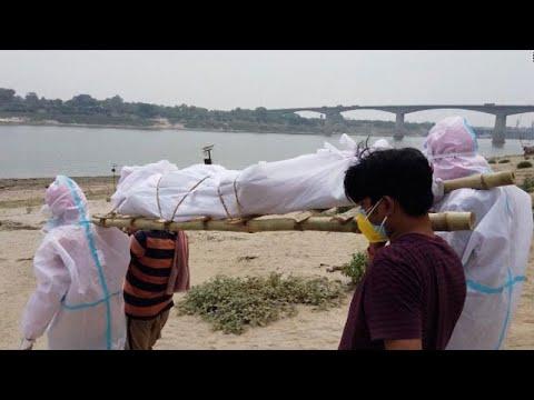 শ্মশানে জায়গার অভাবে গঙ্গায় ভাসছে শত শত মরদেহ
