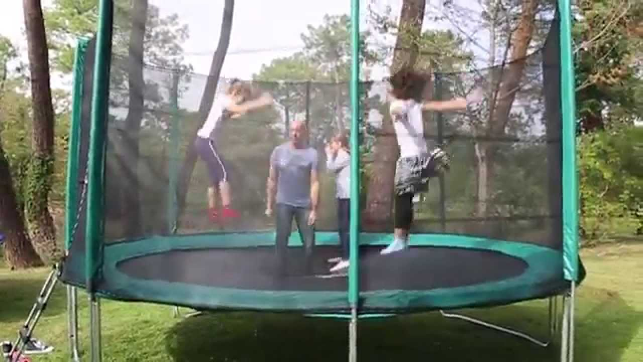 test trampoline 1er prix dans un parc youtube. Black Bedroom Furniture Sets. Home Design Ideas