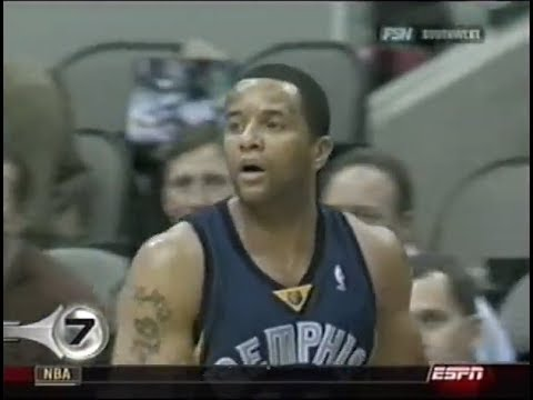 Damon Stoudemire Accidentally Chest-Passes a 3-Pointer