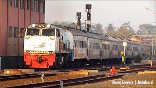 Kereta Senja Utama Solo Ngebul Berangkat Kutoarjo - Masinis Sibuk Membersihkan Jendela