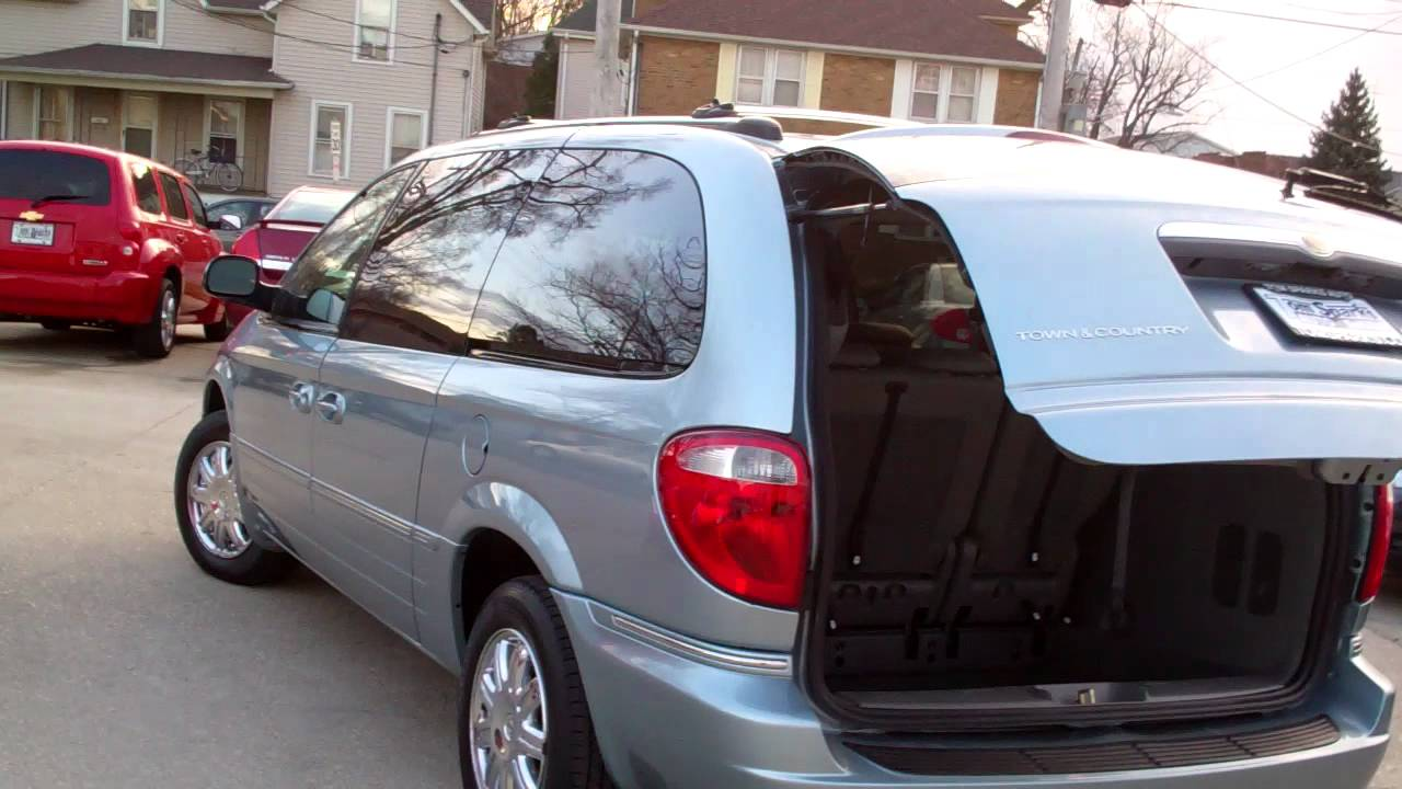 2005 chrysler town country limited with dvd navi dekalb il near hinckley il youtube. Black Bedroom Furniture Sets. Home Design Ideas