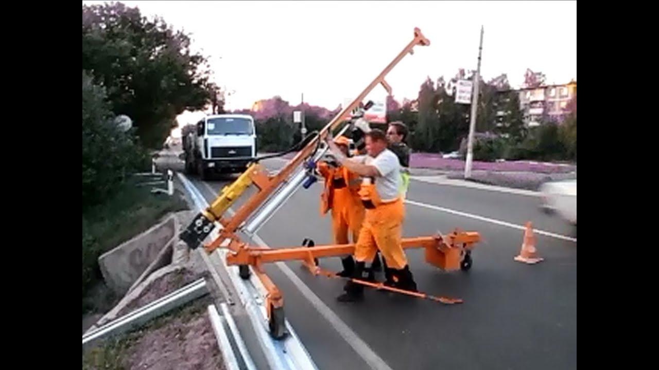 Дорожное барьерное ограждение — дорожная конструкция, предназначенная для защиты транспортного средства от съезда с обочины или мостового.